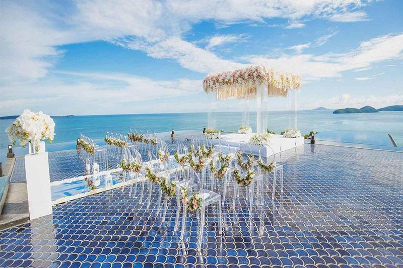 Khoảnh khắc trăm năm đáng nhớ với tiệc cưới ngoài trời bên đại dương xanh