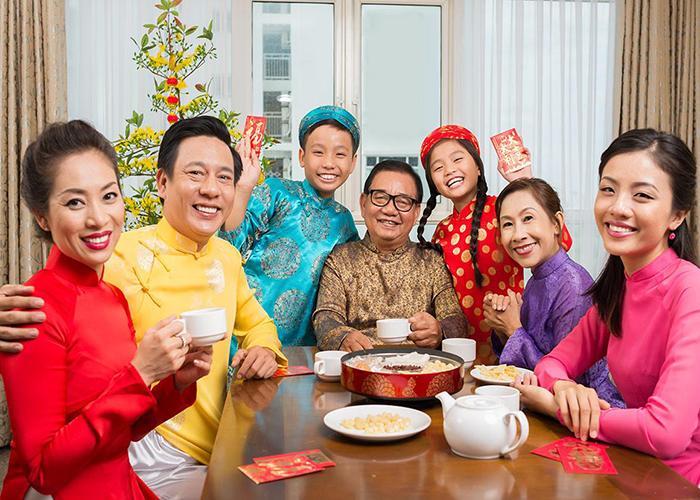 Đặt tiệc tất niên quận 8 - Tiệc tất niên gia đình có ý nghĩa gì?
