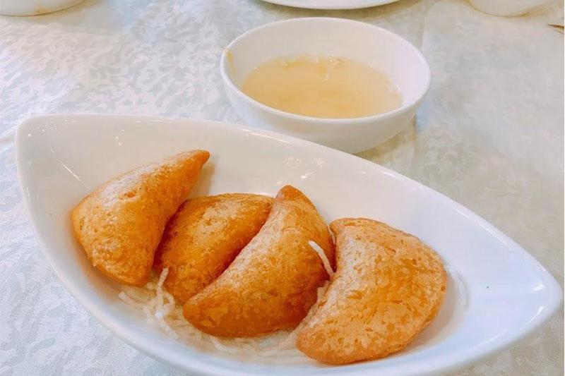 Tổ chức tiệc đầy tháng quận Bình Thạnh - Cách làm bánh xốp chiên thịt cua
