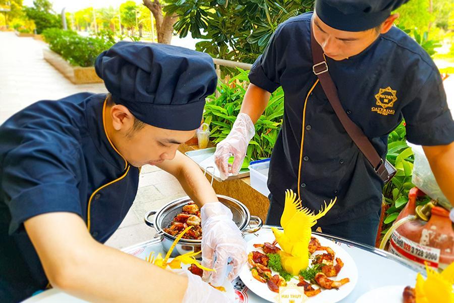 Dịch vụ nấu ăn quận 4 - Khi trang trí món ăn chạm đến tinh hoa nghệ thuật